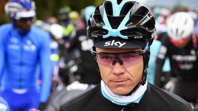 Intencionalmente tratan de atropellar al ciclista Chris Froome