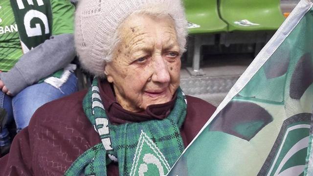 101 anni e una sola fede: la nonnina inossidabile tifosa del Werder Brema