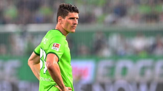 Mario Gomez'li Wolfsburg kümede kalmak için play-out oynayacak