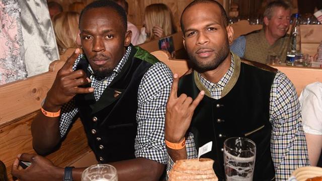 Usain Bolt cava la tumba de su amigo