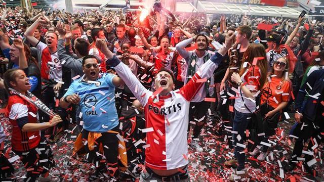 Dirk Kuyt sella el título del Feyenoord, campeón dieciocho años después