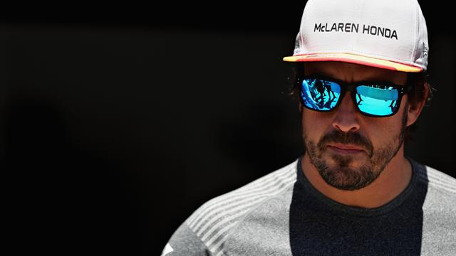 Alonso swaps notes with Andretti at Indy 500 practice