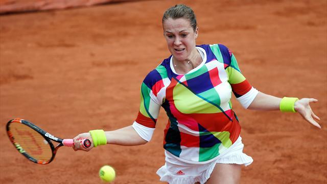 Павлюченкова обыграла Стосур и вышла во второй круг