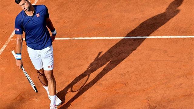 Novak Djokovic avanza a la tercera ronda en Abierto de Italia