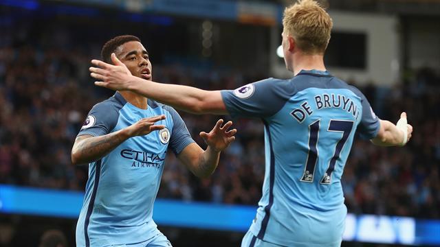 City fait un grand pas vers la Ligue des champions, Arsenal garde espoir