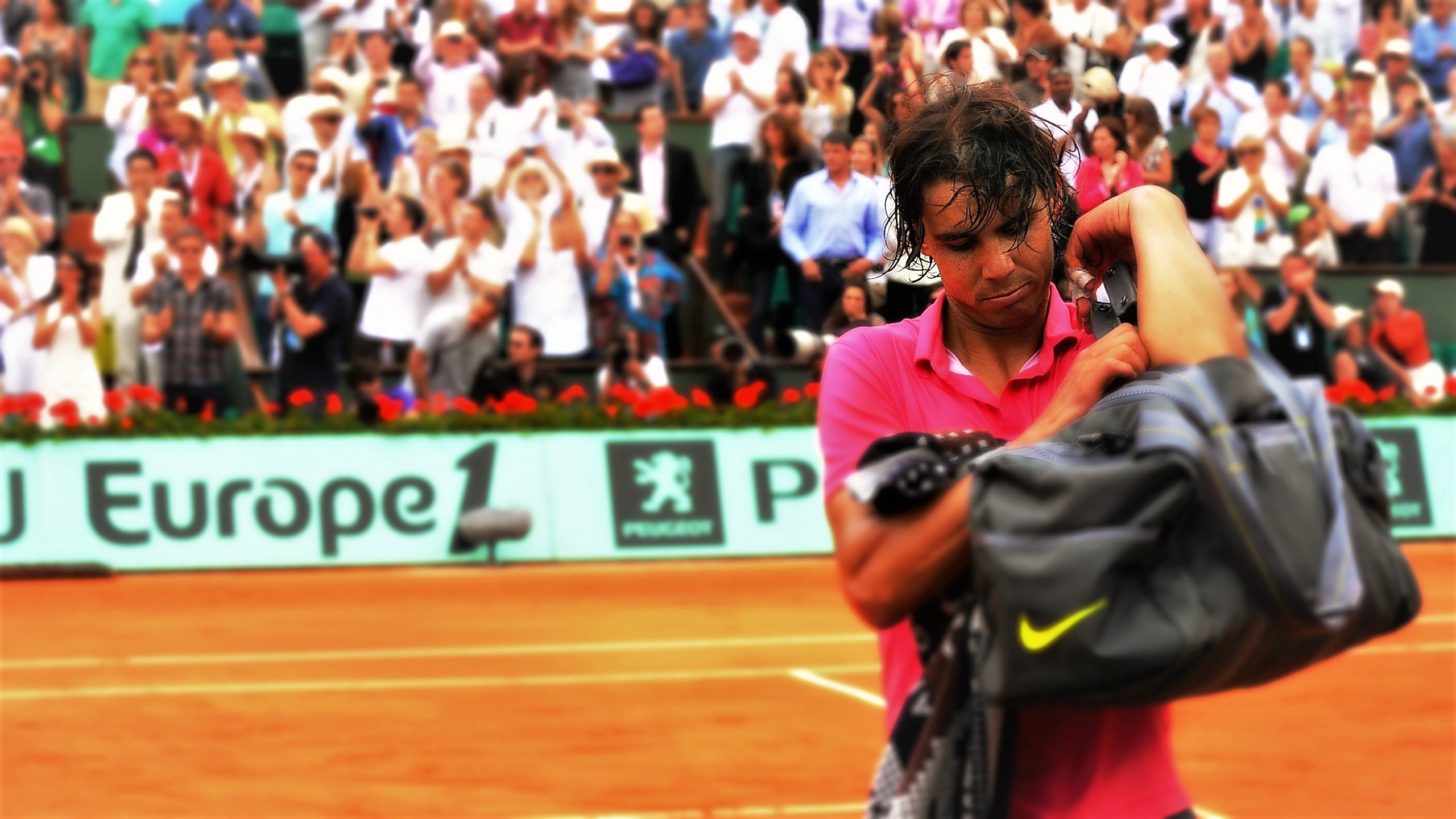 Rafael Nadal leaves the court in 2006 after beating Soderling
