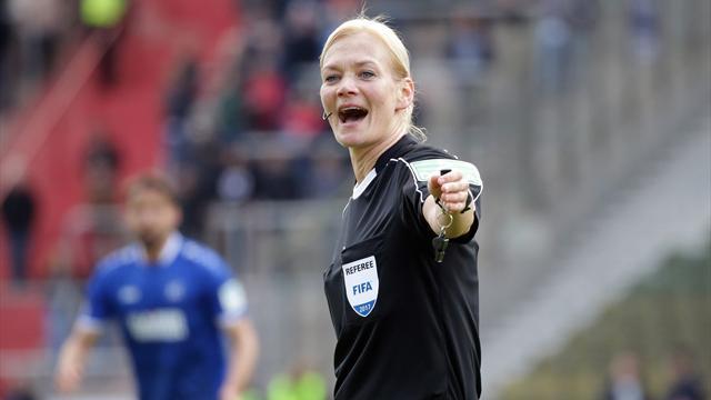 В сезоне-2017/18 матчи Бундеслиги впервые будет судить женщина