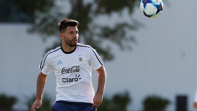 Sin entrenador oficial, Argentina convoca para los partidos con Brasil y Singapur