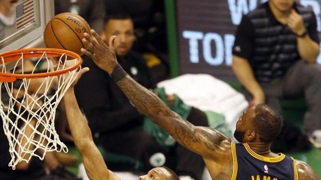 La giocata della notte: LeBron James si mangia il campo e stoppa Avery Bradley