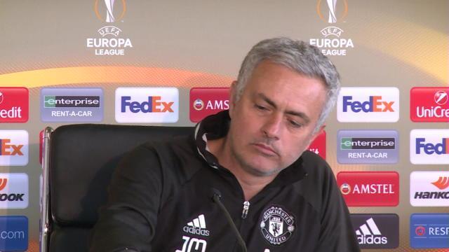 Mourinho et les biscuits en conférence de presse, c'est quelque chose