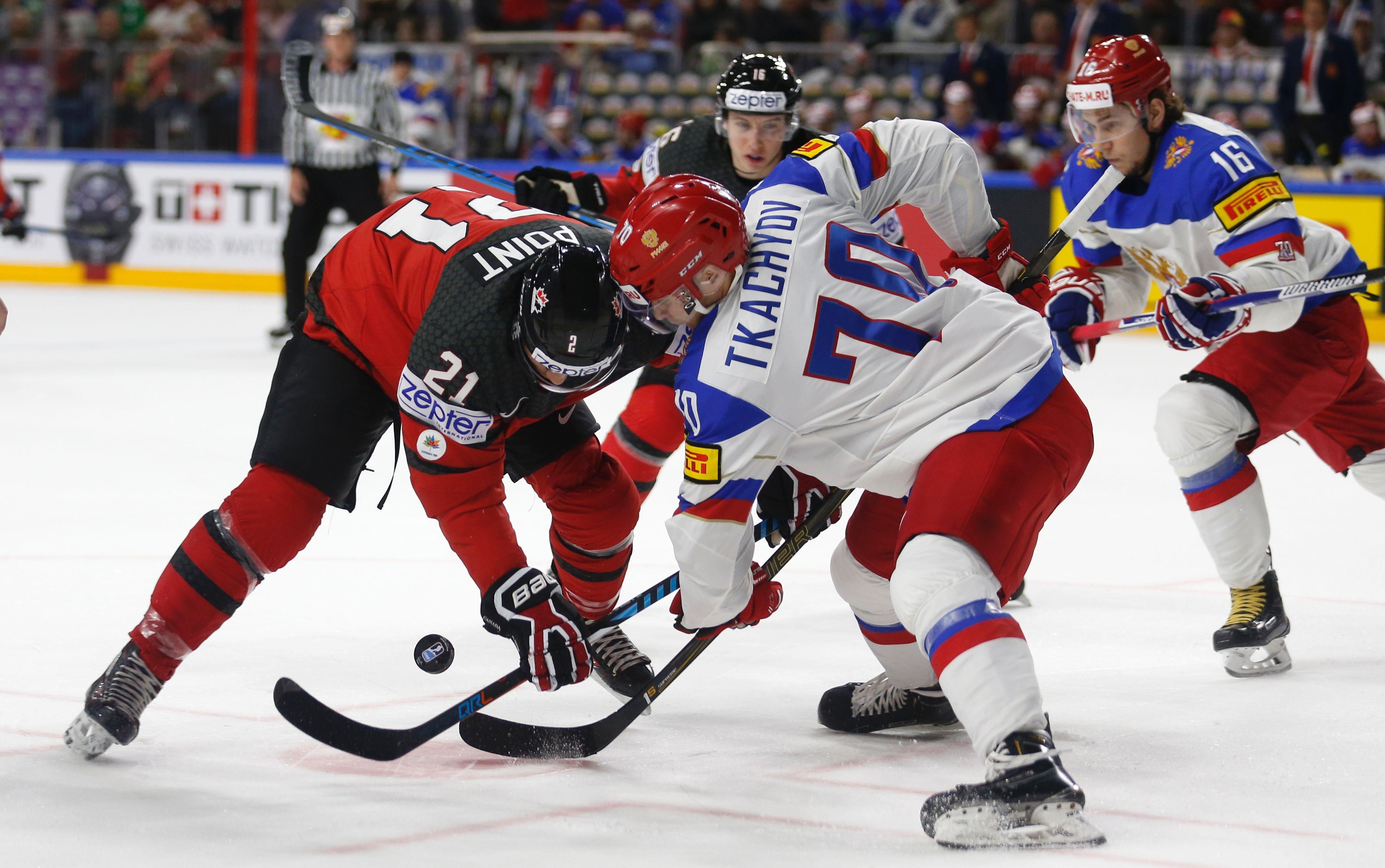 Брейден Пойнт и Владимир Ткачев в матче Канада – Россия