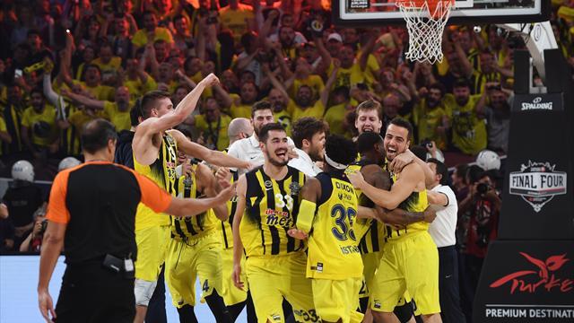 Le Fenerbahçe, premier club turc sacré champion