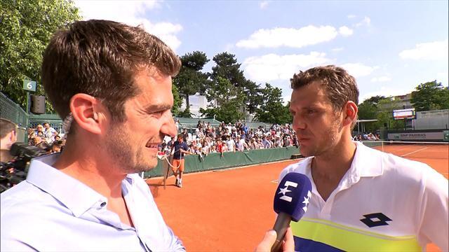 Mladenovic passe le 1er tour dans la douleur — Roland-Garros