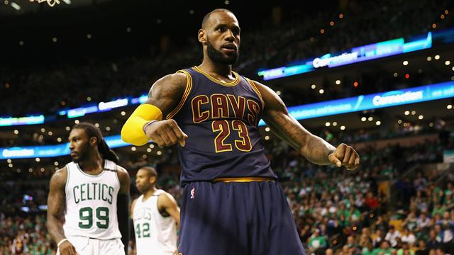 LeBron James supera Michael Jordan per punti nei playoff: Cleveland in finale con Golden State