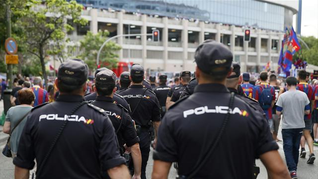 Cinco ultras del Barça detenidos por asaltar un comercio cerca del Calderón