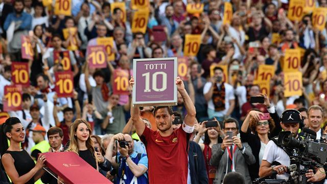 """L'addio in lacrime di Francesco Totti, Roma ai piedi del suo capitano: """"Starei qui altri 25 anni"""""""