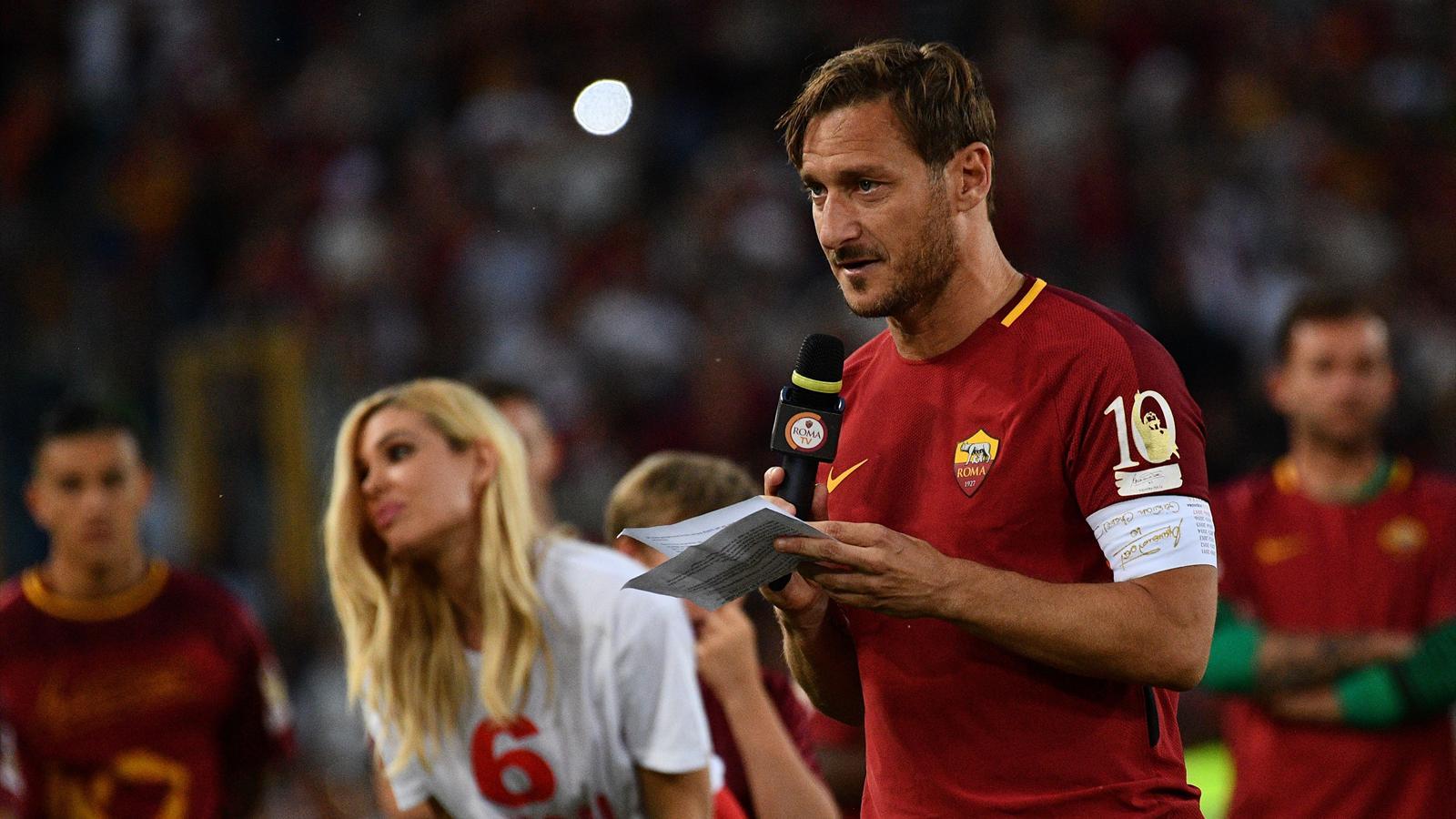 'I love you' - Francesco Totti bids an emotional farewell to Roma fans - Serie A 2016-2017 ...