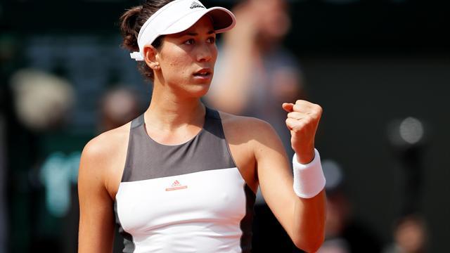 French Open 2017: Garbine Muguruza downs Schiavone to reach Round 2