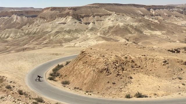 Gran experiencia de BMX en el desierto del Neguev