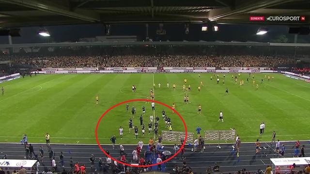 Se video: Redde Wolfsburg-stjerner rømte banen da opprykket glapp for Valsvik