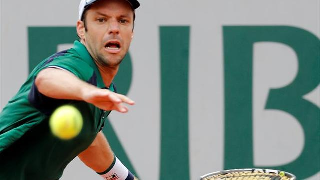 Djokovic impone su ley ante Sousa en Roland Garros