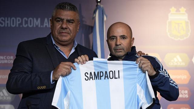 """Nouveau sélectionneur de l'Argentine, Sampaoli veut """"entourer Messi de joueurs compatibles"""""""