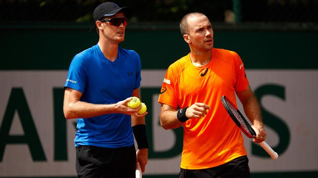 Murray and Soares march on in Paris