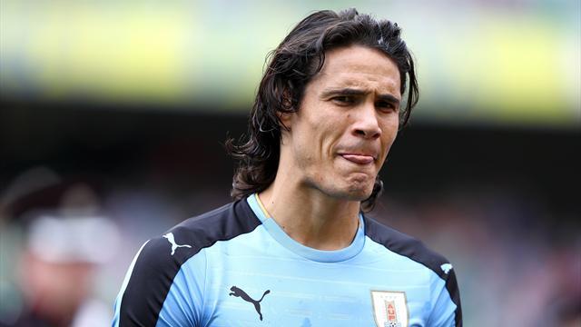 Foot - Amical - URU - Edinson Cavani sort sur blessure avec l'Uruguay
