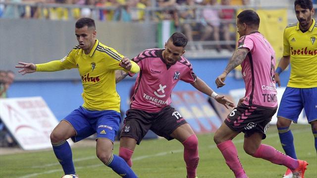 El Cádiz supera al Tenerife y golpea primero en la eliminatoria de ascenso a Primera (1-0)