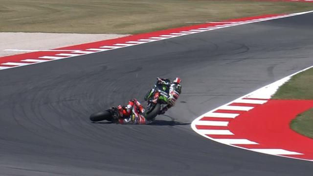 Один лидер гонки проехал по голове второго на предпоследнем повороте, и оба потеряли шансы на победу