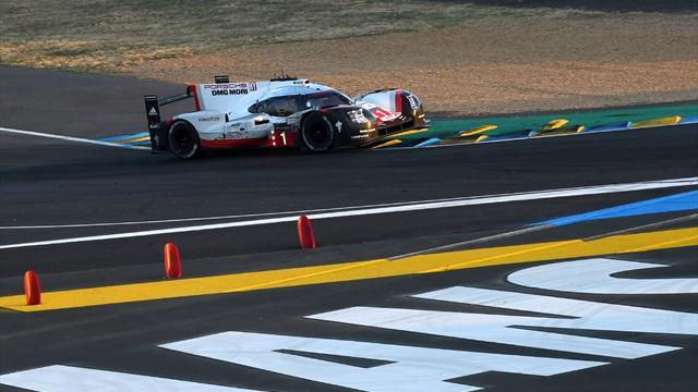 Sur un boulevard, la Porsche n°1 a elle aussi été stoppée par une défaillance mécanique