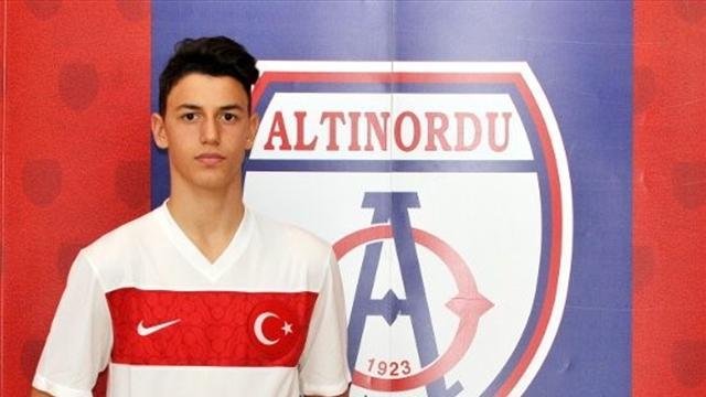 Altnordu'nun genç kalecisi Berke Özer, Avrupa kulüplerinin radarında