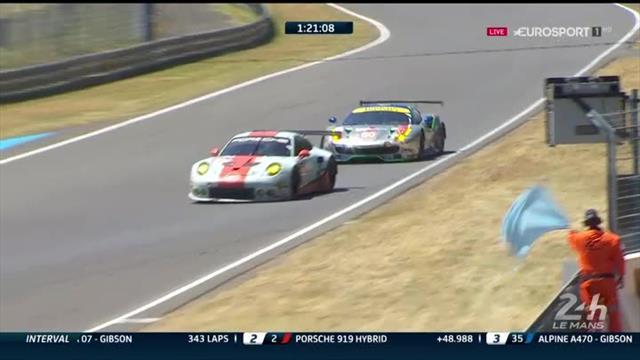Stupser von hinten: Ferrari muss mit Plattfuß an die Box