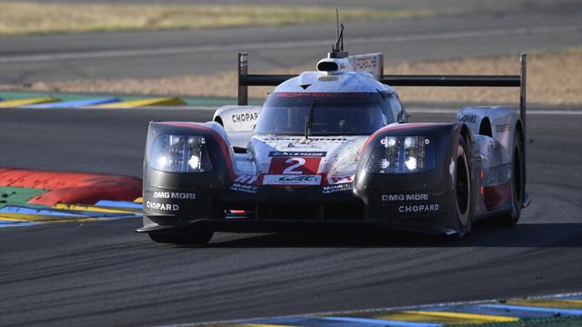 La Porsche N.1 leader arrêtée, en passe d'abandonner
