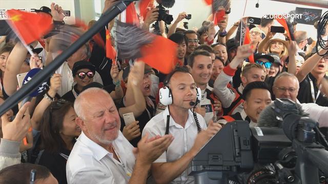 Scènes de liesse au sein de l'équipe Jackie Chan DC après la victoire en LMP2