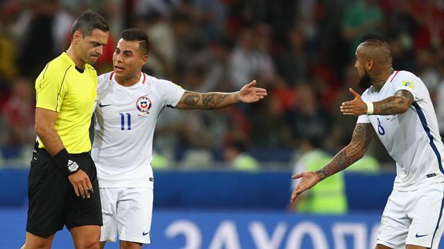 Vidal e Var...gas: il Cile supera 2-0 il Camerun e fa impazzire l'ausilio tecnico arbitrale