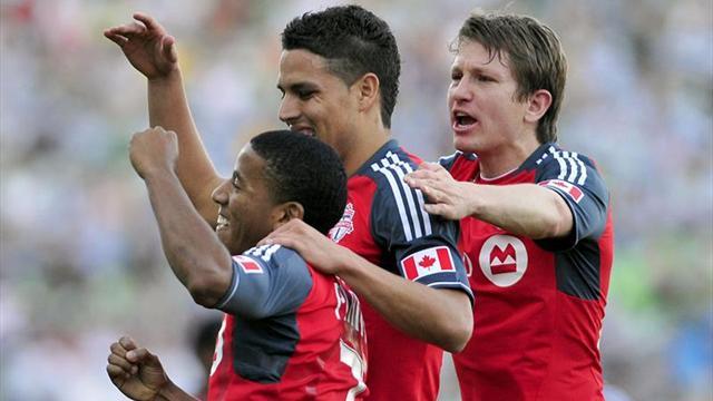 Toronto FC siente presión del Fire; Sporting Kansas City mantiene ventaja