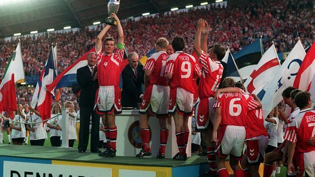 Dänemarks Europameister von 1992 feiern auf dem Kopenhagener Rathaus-Balkon