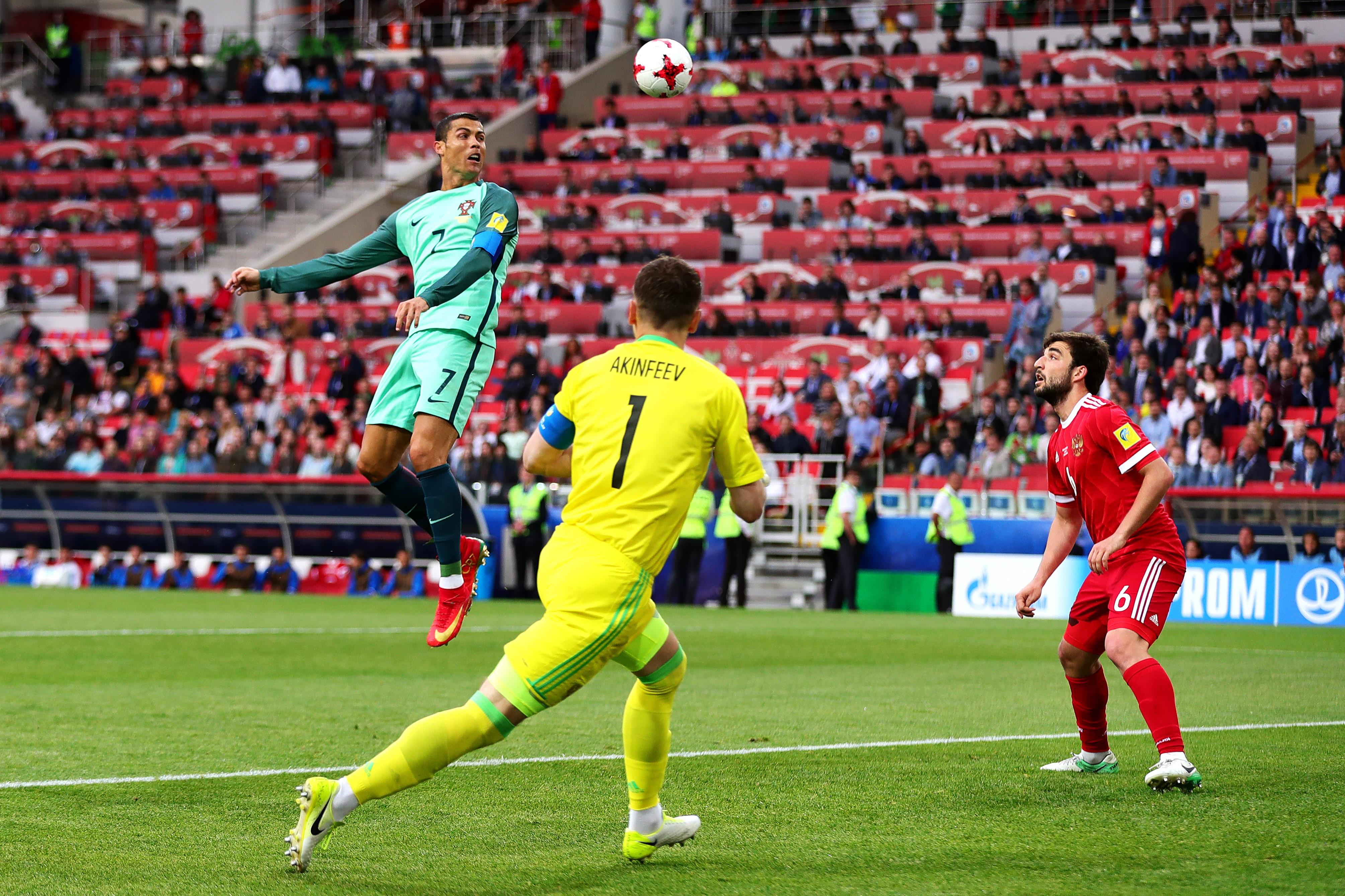 Роналду бьет головой (Россия – Португалия)