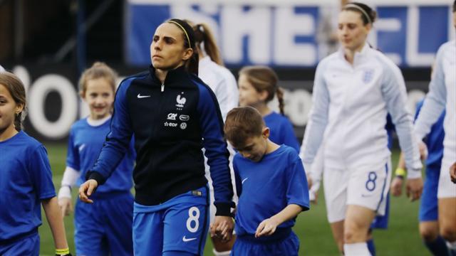 La joueuse de l'équipe de France, Jessica Houra, sera en live Facebook à Clairefontaine dès 13h30