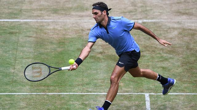 Federer eases past Mayer to reach Halle semi-finals
