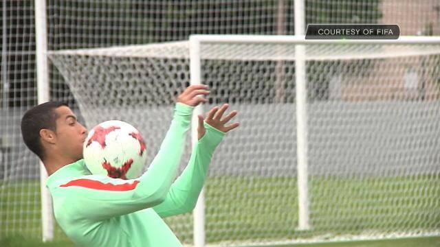 Au moins, Cristiano Ronaldo garde le sourire à l'entraînement