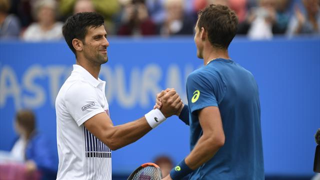 Теннисист Медведев не смог обыграть Джоковича вполуфинале турнира вИстбурне