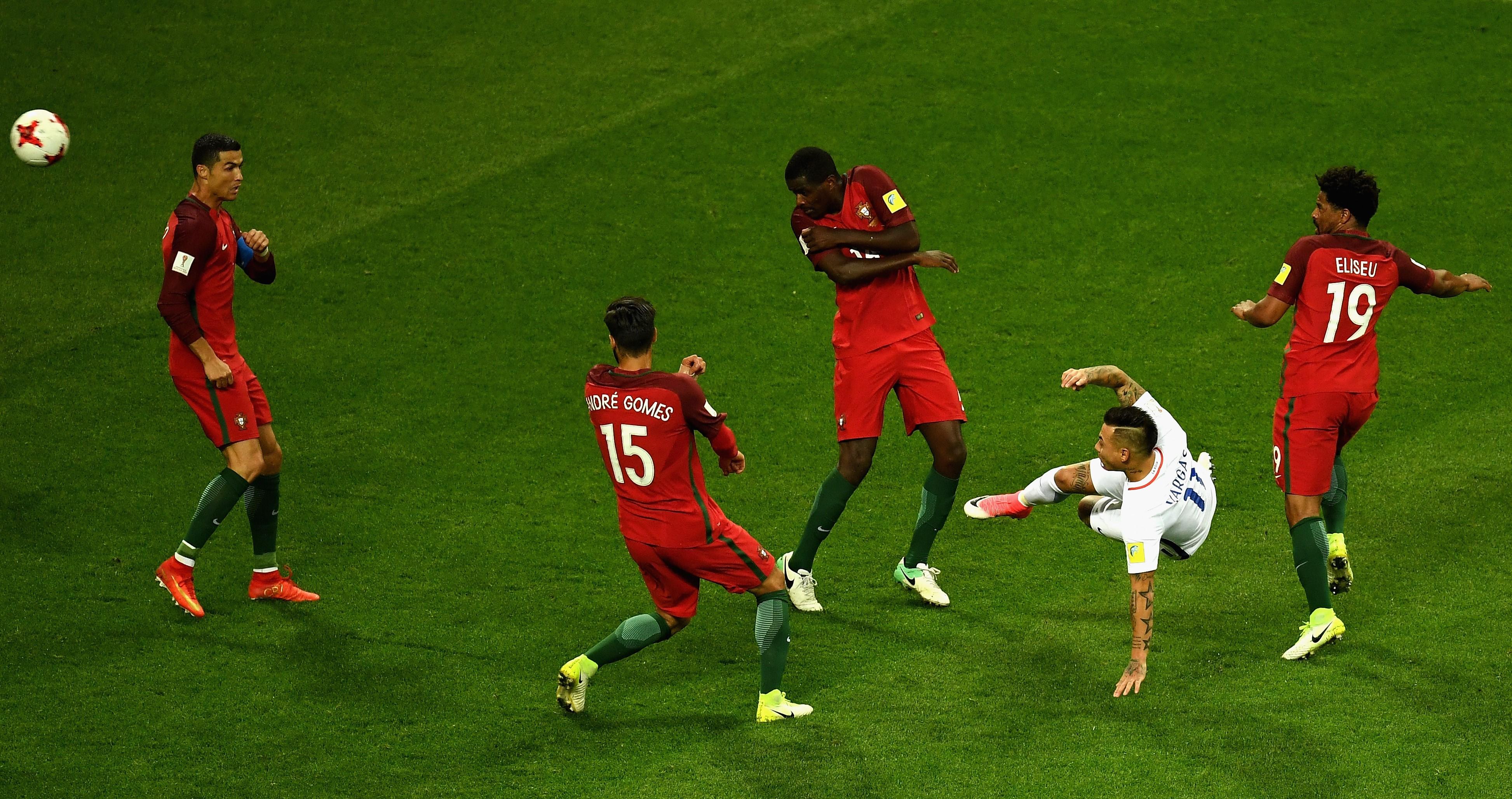 Матч Чили— Португалия вКубке конфедераций довели допенальти