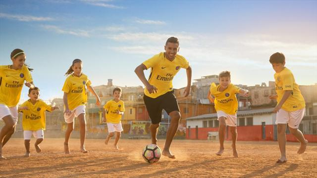 En hommage au Brésil, le PSG jouera bien en jaune à l'extérieur
