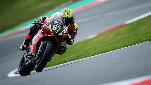 Byrne takes pole position at Snetterton with record time