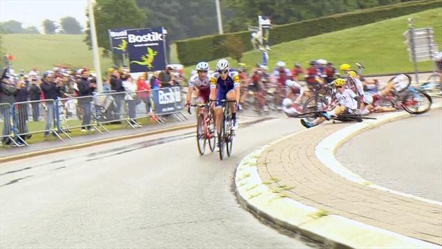 Хрустящий завал на «Тур де Франс», в котором кто-нибудь что-нибудь точно сломал