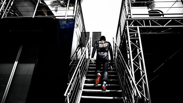 Red Bull disposé à revendre le contrat de Sainz à Renault