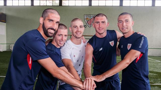 Les joueurs de l'Athletic Bilbao se rasent tous la tête pour un coéquipier atteint d'un cancer