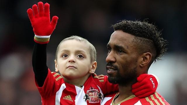 L'Angleterre et Jermain Defoe pleurent le petit Bradley